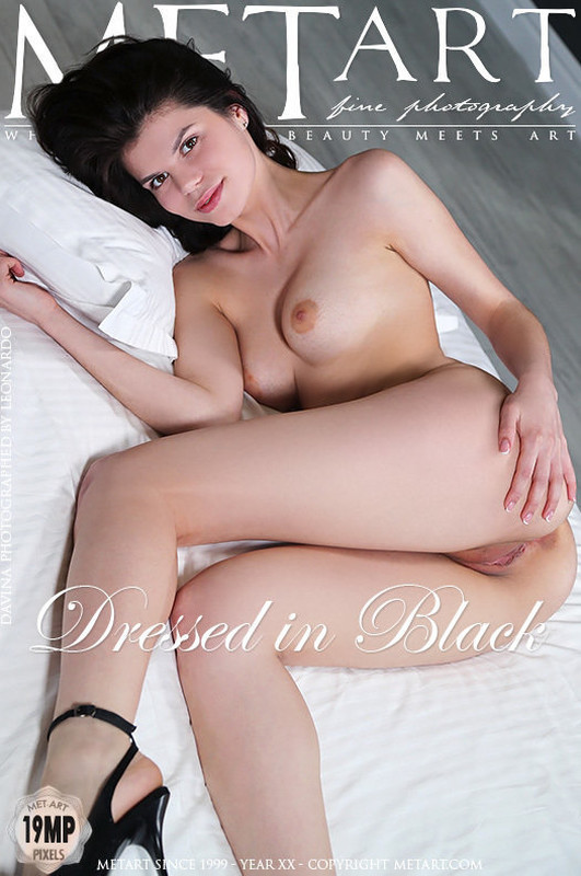 Davina - Dressed in Black  (2019-11-08)