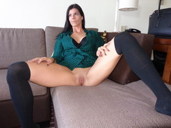 Sexy-Amateur-Wife-Makes-Sexy-Photosession-In-Her-Apartment-l7gafsiqjk.jpg