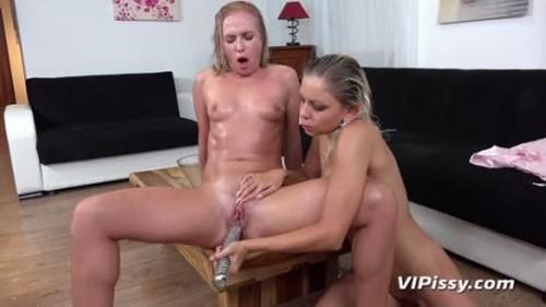 Teens Pissing, Pee, Urina Video 3737