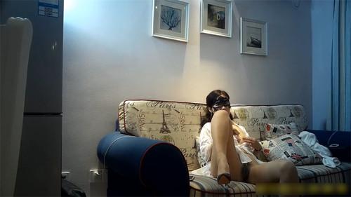 沙发上各种姿势狠草肉丝开裆外围女呻吟给力 各种狗舔式 沙发背后草 最后射到嘴巴里好像喝牛奶一样108P高清无水印[259MB]