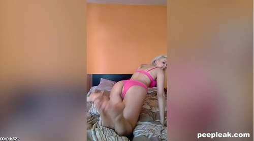 Plays With Herself In Bed [SD]