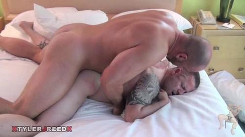 TylerReed - Tyler Reed, Russ Magnus: Big Daddy vs Big Boy Bareback