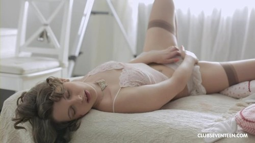 Gorgeous Babe Needs Some Alone Time [FullHD]