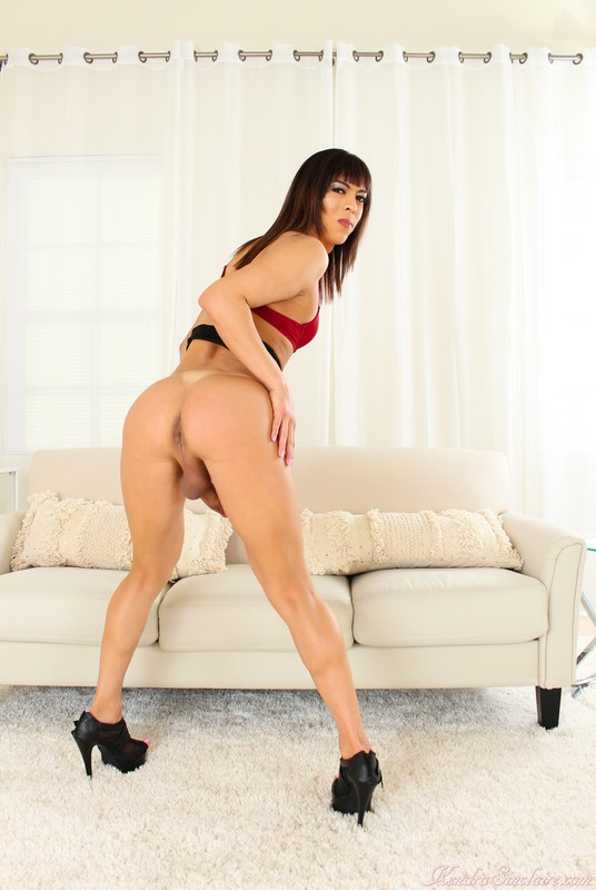 Kendra Sinclaire – Just Red Lingerie! (4 March 2020)
